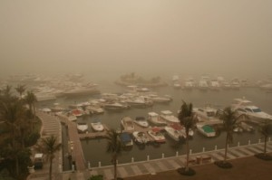 shutterstock_1823838-Dust-Storm-in-Dubai-harbor-560x373